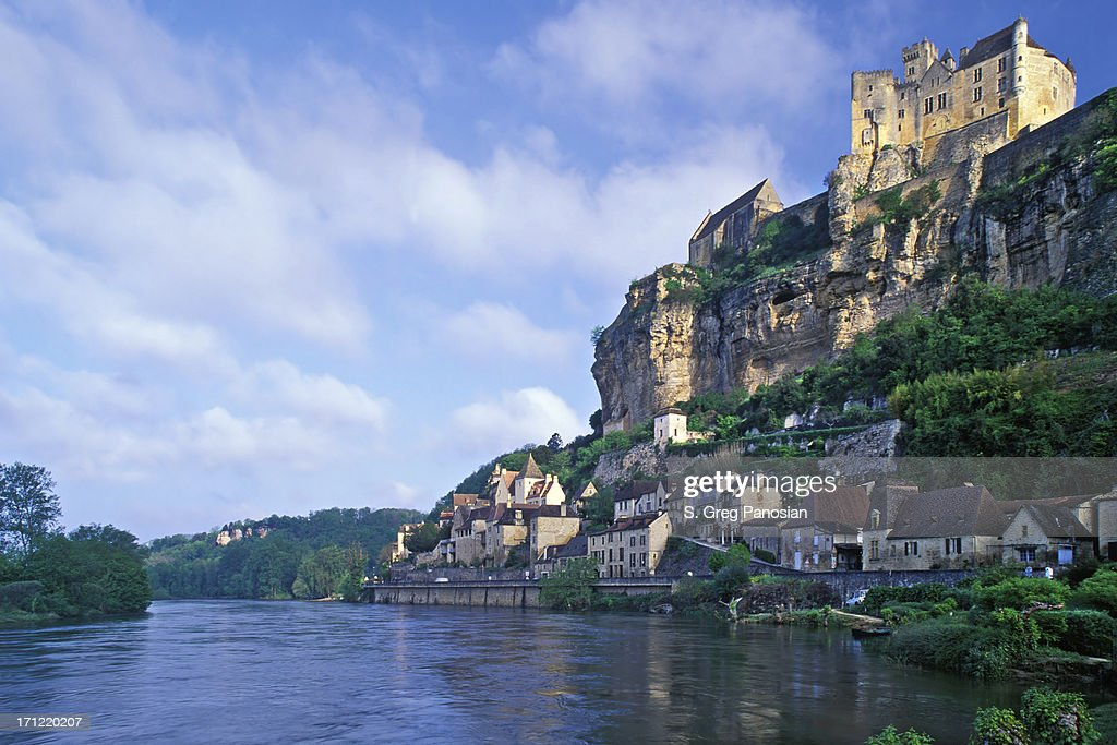 The scenic view of Beynac-et-Cazenac during the day : Stock Photo