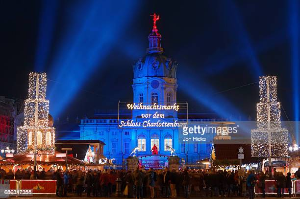 the schloss charlottenburg christmas market. - charlottenburg palace stock pictures, royalty-free photos & images