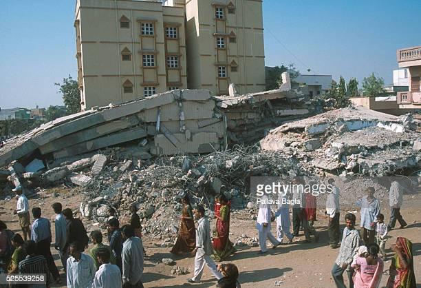 The school in the center of Ahemdabad folded in killing 45 children