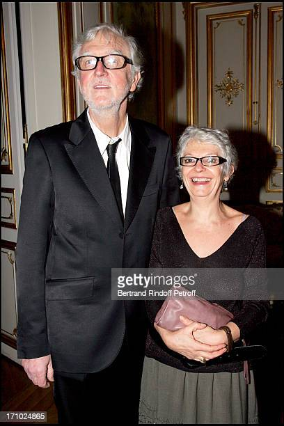"""The sculptor Pierre Buisseret and his wife - Party at the Belgian ambassador's place for the release of the book """"Belges En France"""" written by..."""