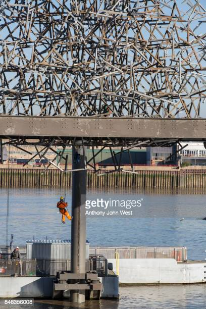 the sculpture quantum cloud by antony gormley at greenwich, london - antony gormley stock pictures, royalty-free photos & images