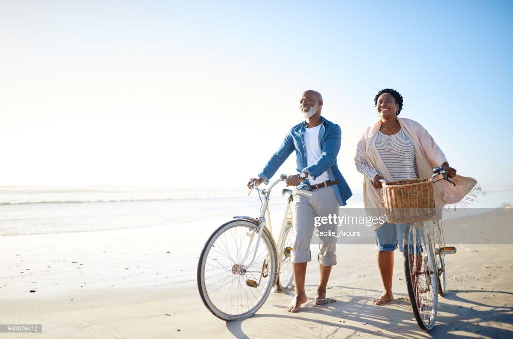 Das Meer ist auch für Senioren : Stock-Foto