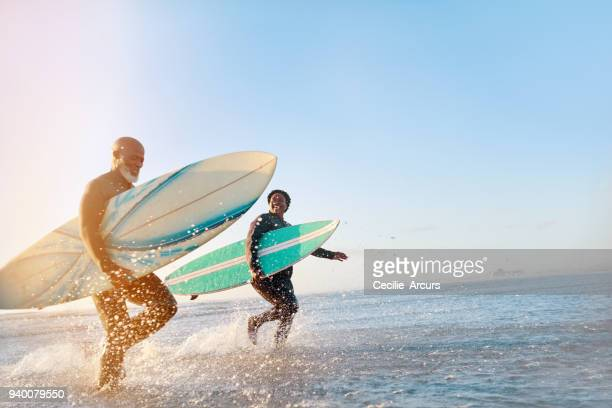 the sea just sets them free - surf stock pictures, royalty-free photos & images