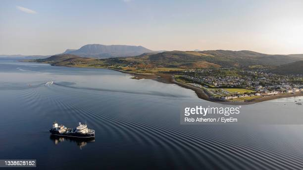 the seafront at ullapool in the western highlands of scotland, uk - ferry stock pictures, royalty-free photos & images