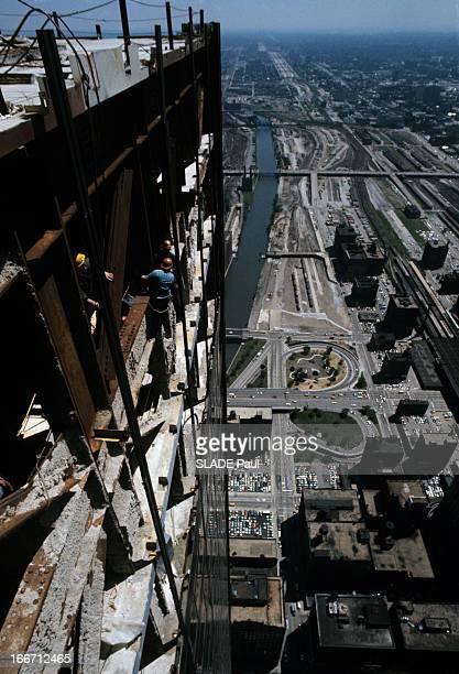The Sears Tower In Chicago Aux EtatsUnis à Chicago en août 1973 la Tour Sears ou Sears Tower alias Willis Tower un gratte ciel en construction des...