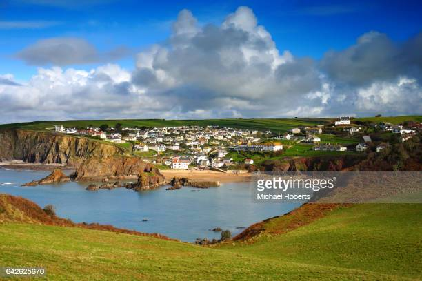 the seaside village of hope cove seen from bolt tail, devon - デヴォン州 ストックフォトと画像