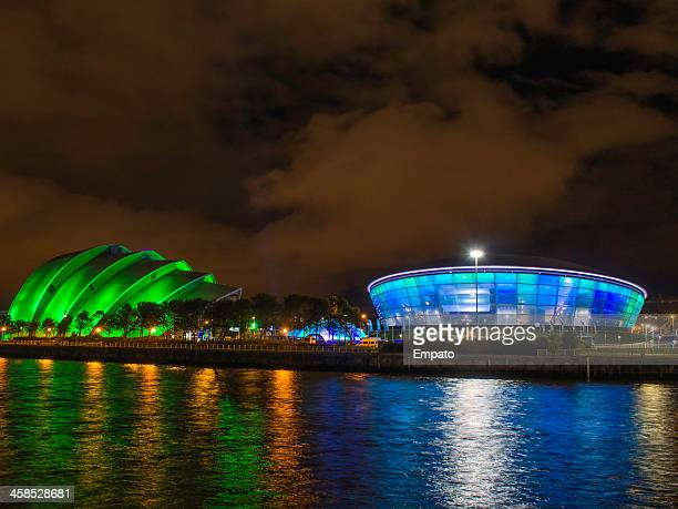 the secc clyde auditorium and sse hydro at night. - clyde auditorium stock pictures, royalty-free photos & images