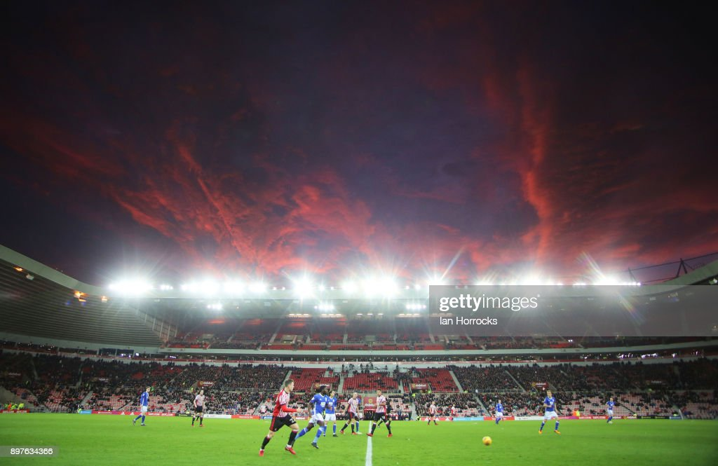 The second half gets underway beneath a setting sun during the Sky Bet Championship match between Sunderland and Birmingham City at Stadium of Light on December 23, 2017 in Sunderland, England.