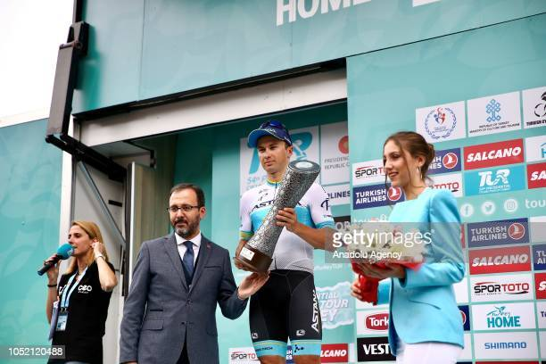 The second place winner Kazakhistani Alexey Lutsenko 2nd R an Astana Pro team cyclist and Turkey's Youth and Sports Minister Mehmet Muharrem...