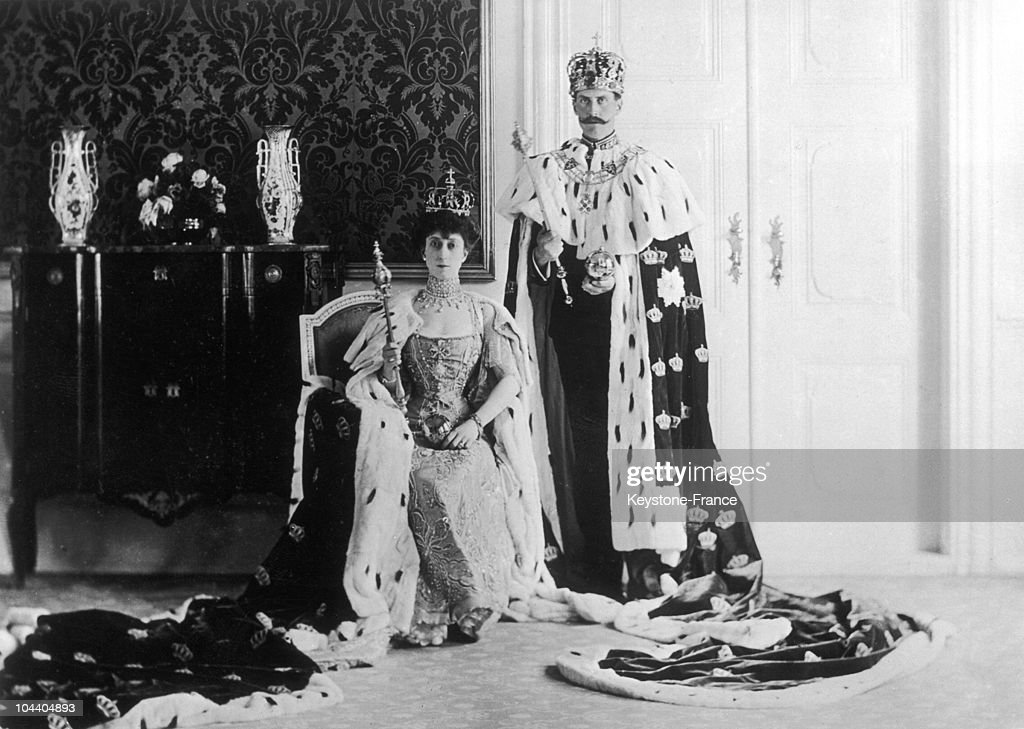 King Haakon Vii And Queen Maud Of Norway In 1906 : News Photo