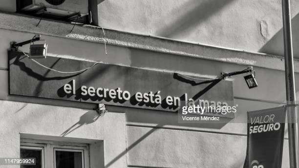 the secret is in the dough - safe value - vicente méndez fotografías e imágenes de stock