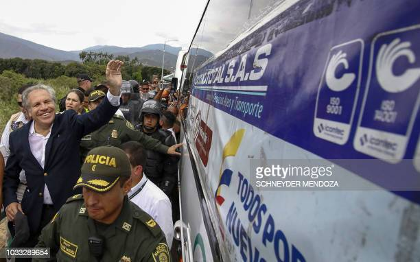 The SecretaryGeneral of the Organization of American States Uruguayan Luis Almagro greets Venezuelans on a bus at the Simon Bolivar International...