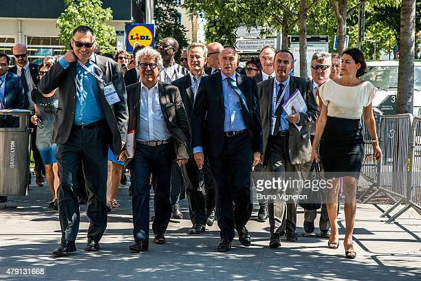 The senator and mayor of Lyon Gerard Collomb presents the new area of Lyon to foreign mayors gathered to address climate change on July 1 2015 in...