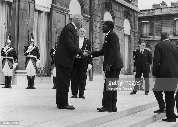 The Senegalese President Leopold Sedar SENGHOR shaking hands with French President Charles DE GAULLE on the steps of the Elysees Palace during an...