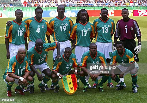 The Senegalese team poses on the green before match 51 round of 16 of the 2002 FIFA World Cup Korea Japan 16 June 2002 in Oita Japan Pape Thiaw Pape...