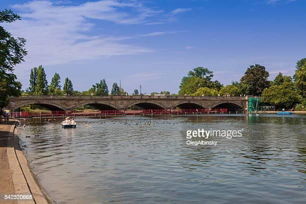 Lago Serpentina Lago em Hyde Park, Londres, Inglaterra.