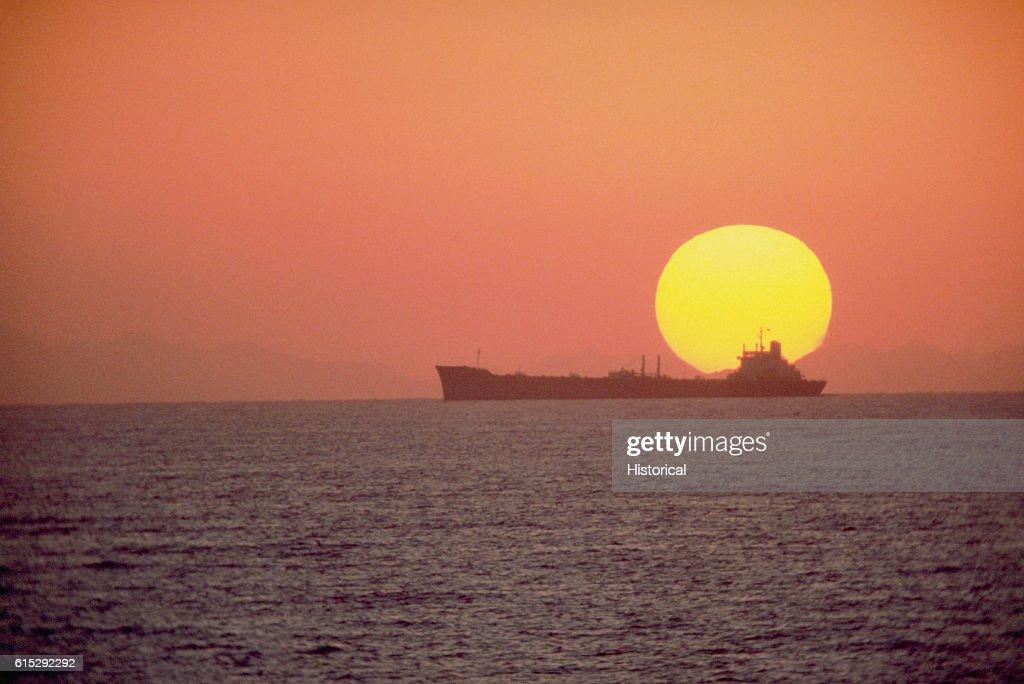USNS Sealift China Sea : News Photo