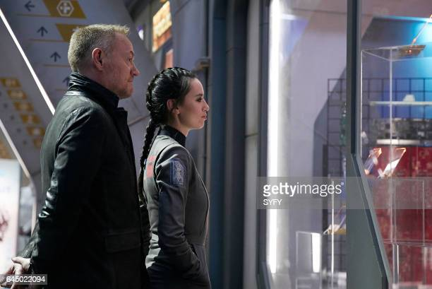 THE EXPANSE The Seventh Man Episode 207 Pictured Jared Harris as Anderson Dawes Cara Gee as Drummer