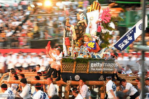 The first Nishi Nagare members runs with float called 'Yamakasa' during the 'Oiyama' race through Seido Street of Kushidajinja Shrine during the...