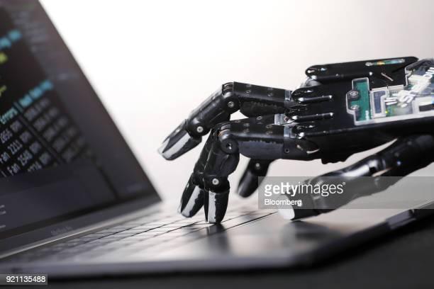 21 Robotics Dexterity Mimics The Human Hand Pictures, Photos