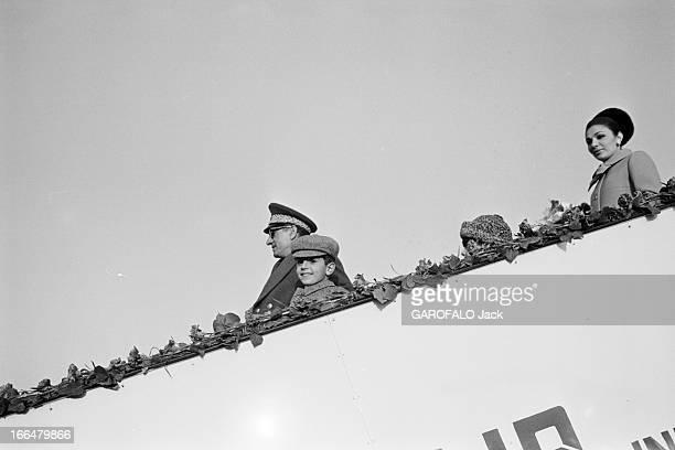 The Shah And Farah In India New Dehli 1 février 1968 Lors de son voyage officiel en Inde le Shah d'Iran en uniforme militaire accompagnée de la...