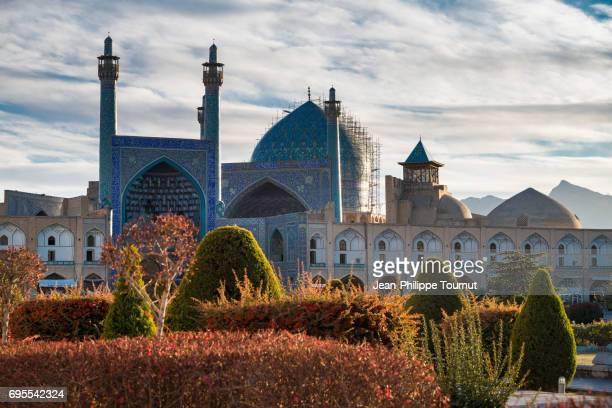 the shah mosque from naghsh-e jahan square, isfahan, iran - イマームホメイニ広場 ストックフォトと画像