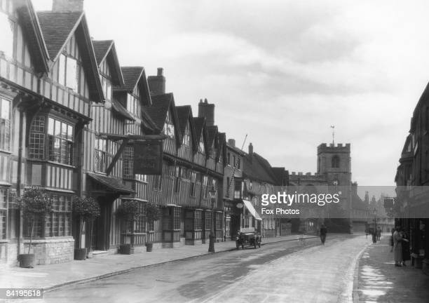 The Shakespeare Hotel, with the Guild Chapel in the background, Stratford-upon-Avon, Warwickshire, circa 1925.