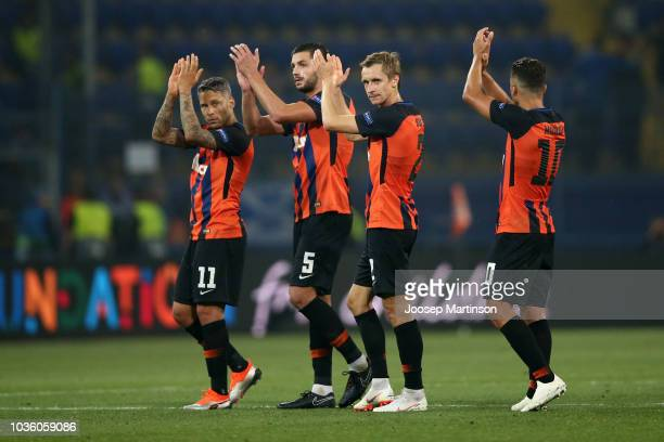 The Shaktar Donetsk players acknowledge the fans after the Group F match of the UEFA Champions League between FC Shakhtar Donetsk and TSG 1899...