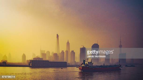 the shanghai bund with fog in winter - jakob montrasio stock pictures, royalty-free photos & images