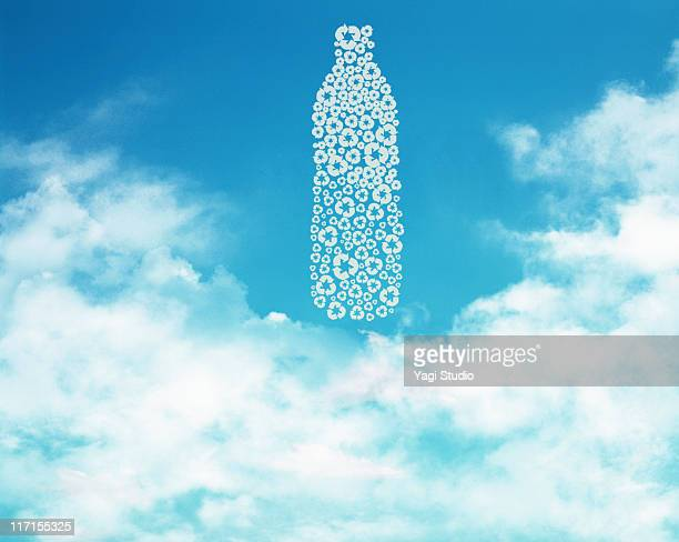 The shape of the PET bottle by the recycling mark