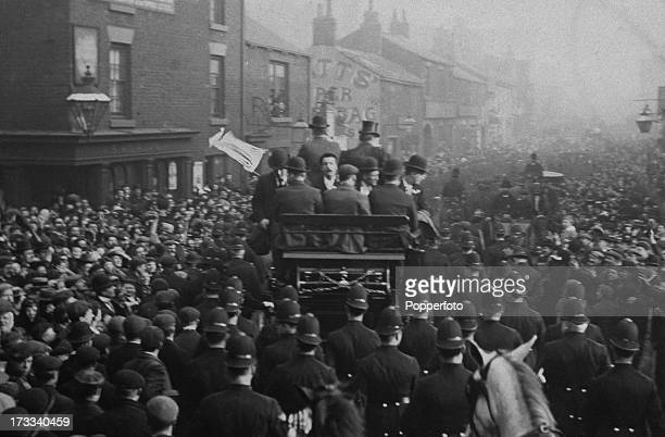 The Sheffield United team arrive back in Sheffield to a jubilant welcome having won the FA Cup final against Derby County the day before UK 16th...