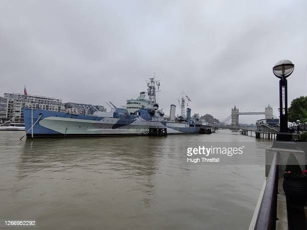 the ship hms belfast on the thames in london, england. - hugh threlfall stock pictures, royalty-free photos & images
