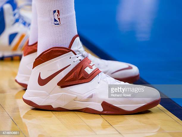 bd3441830b5031 The shoes of DeAndre Jordan of the Los Angeles Clippers during the game  against the Oklahoma