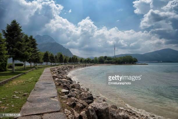 the shore of eğirdir lake on a sunny day,i̇sparta province. - emreturanphoto stock-fotos und bilder