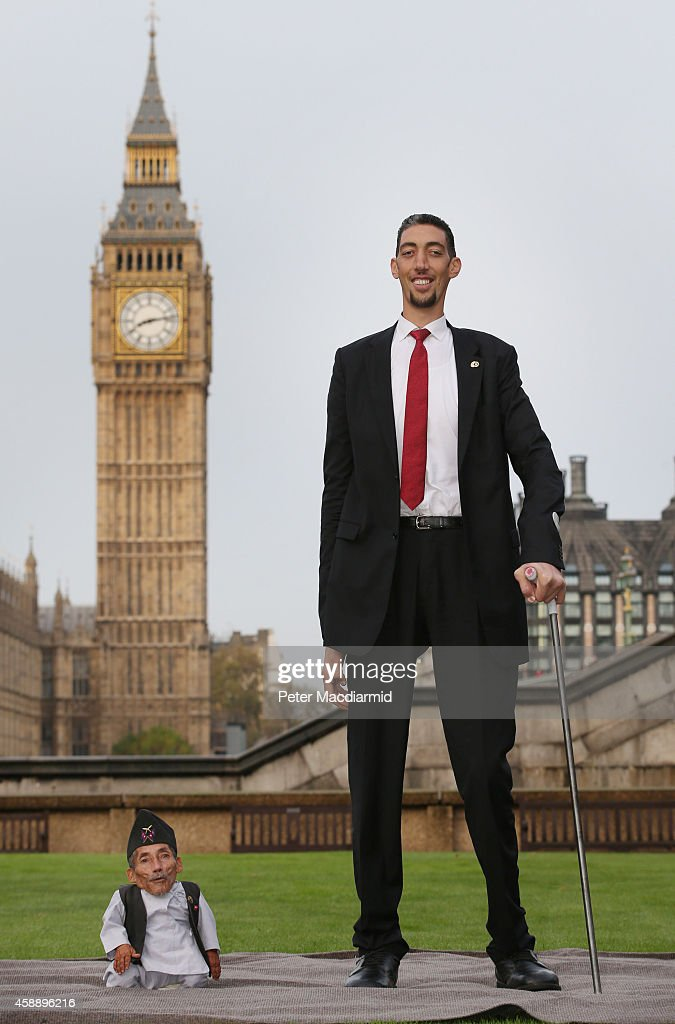World's Tallest And Shortest Men Meet For Guinness World Records Day : News Photo