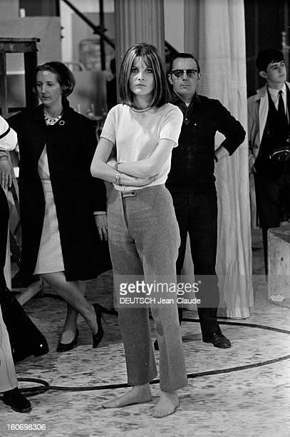 The Show 'La Grande Farandole' With Sandie Shaw. 13 avril 1967- Portrait de Sandie SHAW à l'occasion d'une émission télévisée 'La Grande Farandole',...