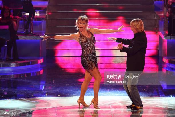 The showgirl Carmen Russo and the dancer Enzo Paolo TUrchi during a TV show at the RAI studios