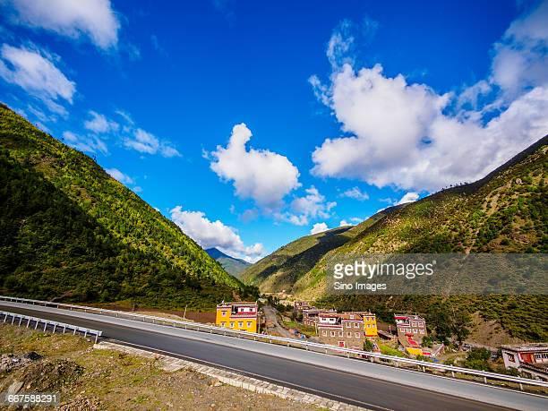 the side of the road to tibet line - vista lateral bildbanksfoton och bilder