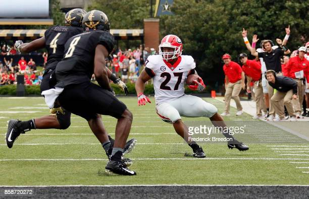 The sideline of the Georgia Bulldogs reacts during a rush by Bulldogs running back Nick Chubb as he rushes against Joejuan Williams and Emmanuel...