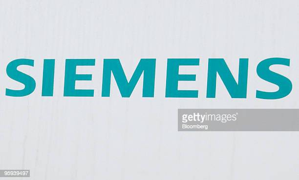 The Siemens AG logo is seen in Erlangen Germany on Thursday Jan 21 2010 Siemens AG is Europe's largest engineering company Photographer Thomas...