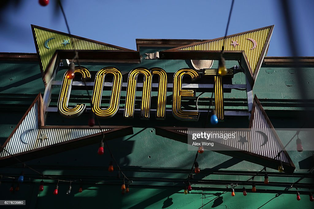 Comet Ping Pong Pizzeria In DC At Center Of Internet Fake News Conspiracy Theory : Nieuwsfoto's