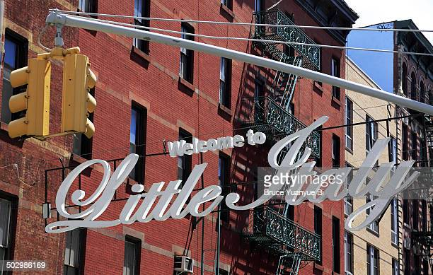 the sign of welcome to little italy - little italy new york foto e immagini stock