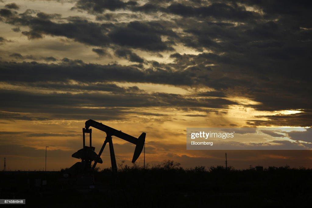 Texas Oil Fields As U.S. Flexes Refining Muscles : News Photo
