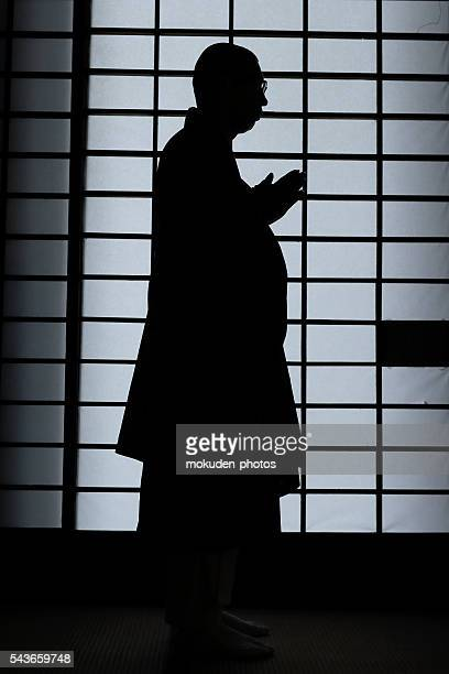 the silhouette of the japanese monk - 仏教 ストックフォトと画像