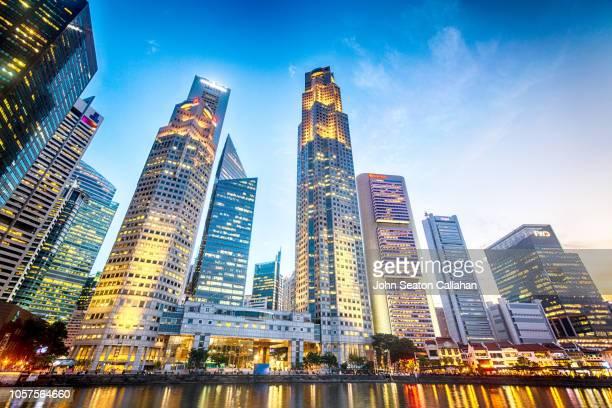 the singapore river at boat quay - ciudad de singapur fotografías e imágenes de stock