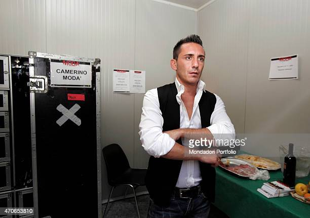 The singer Francesco Silvestre called Kekko from Mod an Italian poprock musical band with a very romantic attitude in the dressing room waiting for...