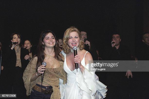 The singer Jeane Manson and her daughter Shirel Photo by Eric Fougere/Corbis Sygma