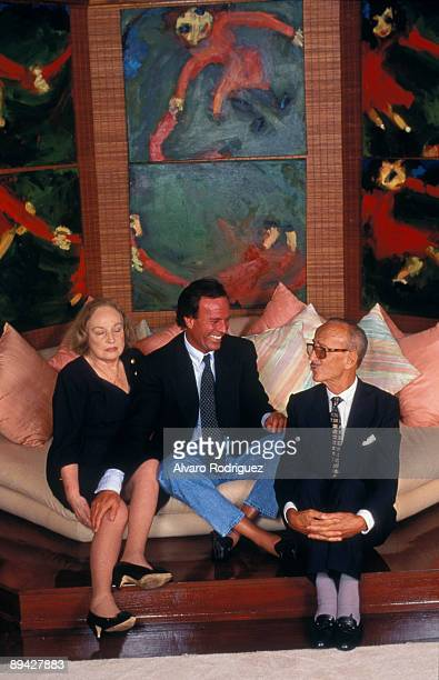 The singer Julio Iglesias with his father Julio Iglesias Puga and his mother Rosario de la Cueva