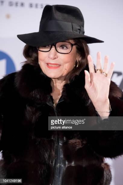 The singer Nana Mouskouri during the TV Show 'Hit Champions Great party of the best' at the Velodrom in Berlin Germany 7 January 2017 Photo Andreas...