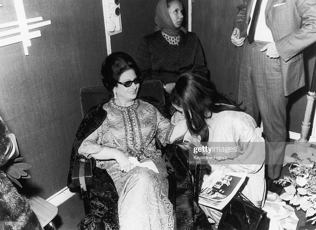 The Singer Oum Kalthoum At The Olympia, In Paris, In 1967 : News Photo